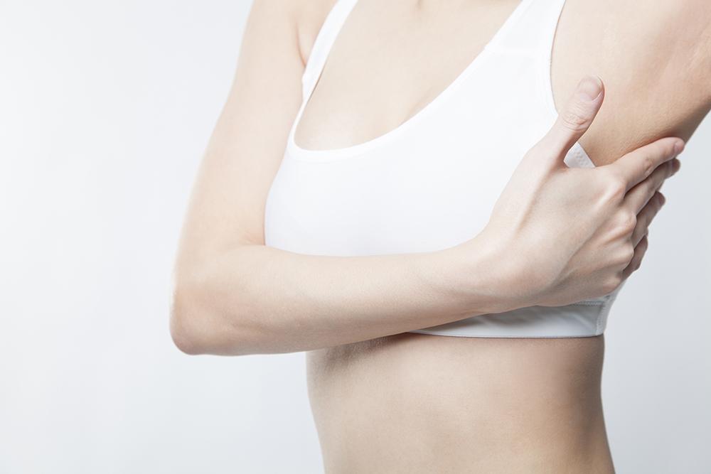 離れ乳 改善